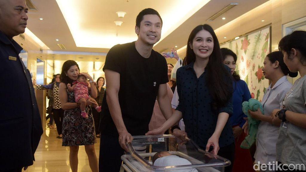 Drama Sandra Dewi Lahirkan Anak Pertama Secara Normal