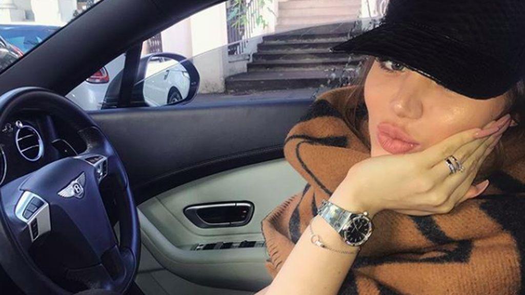 Wanita Misterius Ini Vulgar Pamer Harta di Instagram