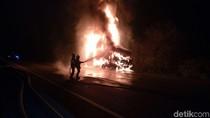 Penyebab Truk BBM Terbakar di Tol Cikampek karena Pecah Ban