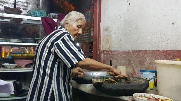 Galang Dana untuk Nenek 86 Tahun, Peraih Emas SEA Games Ini Lakukan Lelang
