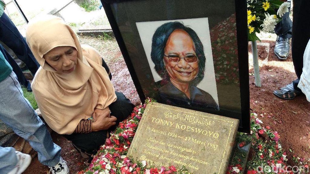Haru di Pemakaman Yon Koeswoyo, Jennifer Dunn Ditahan 20 Hari