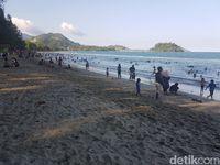 Pantai di Jayapura yang Punya 'Ombak Terbang'