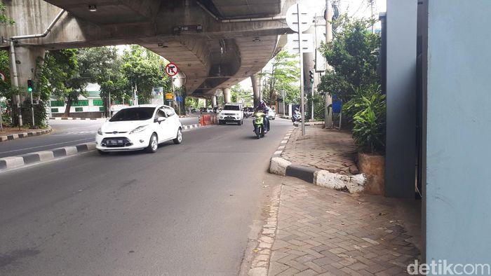 Salah satu titik jalan yang diperkirakan menjadi calon lokasi rute LRT Ratu Prabu Line N, Jalan Antasari di Jakarta Selatan menuju Depok