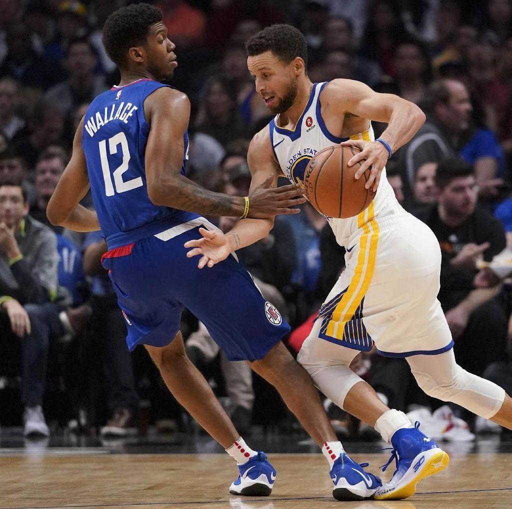 Curry Bikin 45 Poin, Warriors Kalahkan Clippers