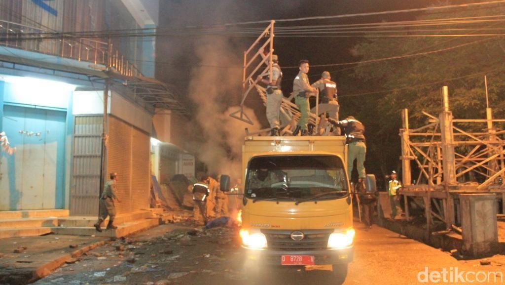 Ratusan Lapak PKL Pasar Subuh di Majalaya Bandung Ditertibkan