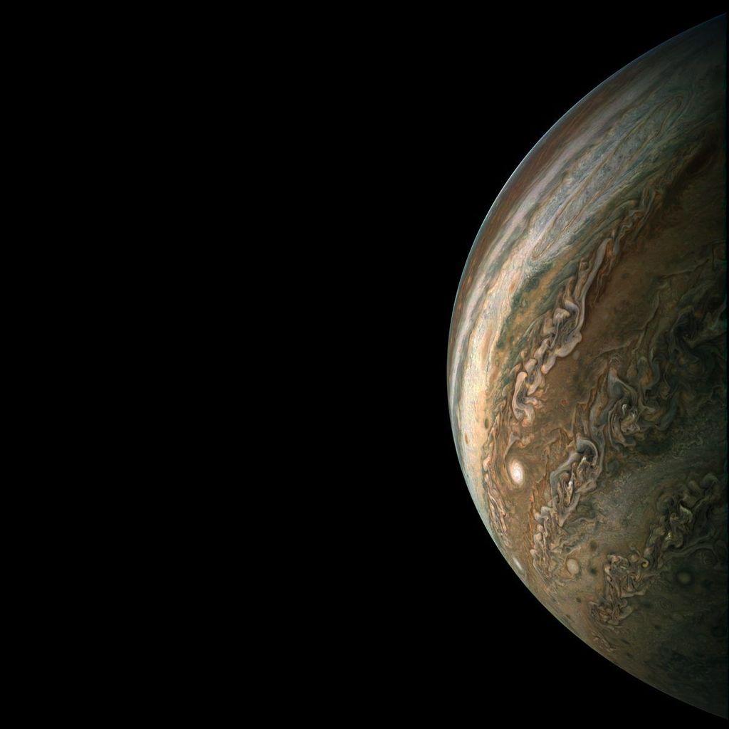 Setiap 53 hari, sambil berpergian dengan kecepatan hingga 130 ribu mph, JunoCam merekam serangkaian foto terbaru kondisi Jupiter.Foto: NASA