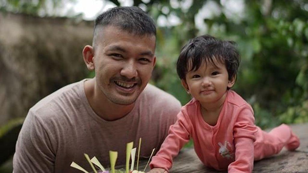 Pamit Kerja ke Anak, Rio Dewanto Bikin Netizen Mewek