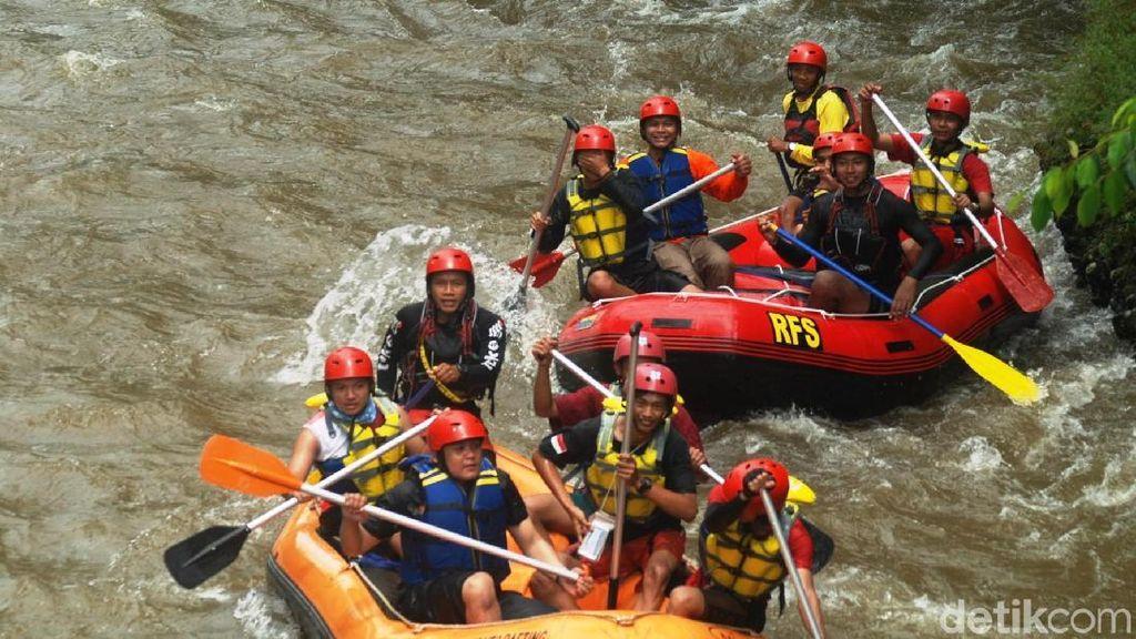 Foto: Mesti Coba, Rafting Seru Sungai Bogowonto di Purworejo
