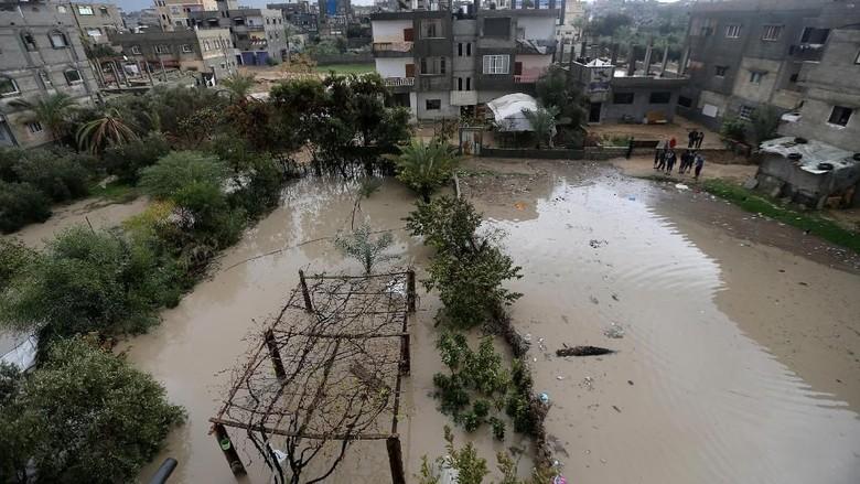 Foto: Warga Palestina Kebanjiran Akibat Hujan Deras