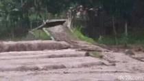 Banjir di Situbondo, Jembatan Ambruk dan Seorang Warga Tewas Hanyut