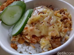 Ayam Keprabon: Mencicip, Ayam Geprek Berselimut Sambal Rawit dan Keju Leleh!