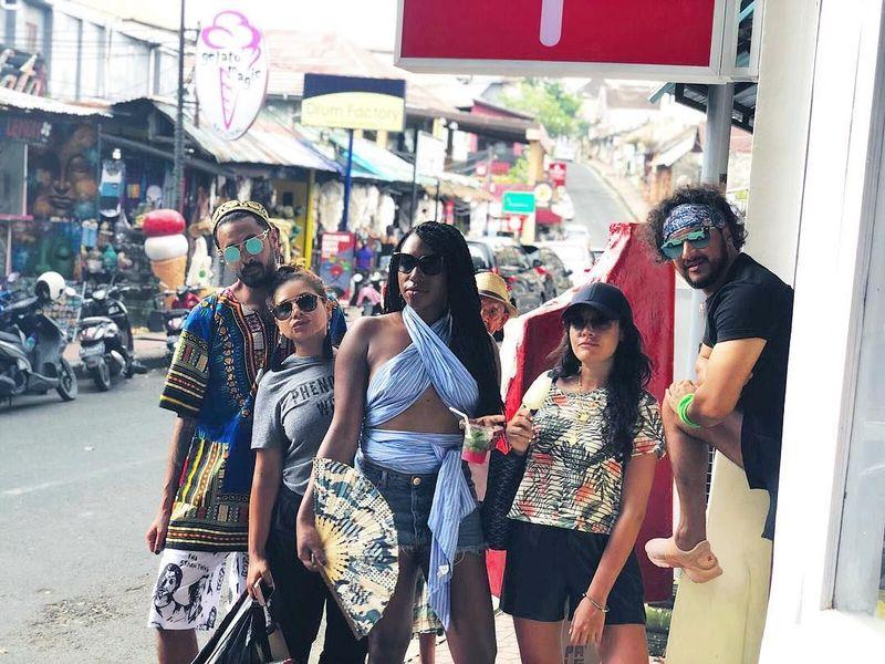 Pangeran Fahad menghabiskan liburan Tahun Baru di Bali bersama teman-temannya. (yolofahad/Instagram)