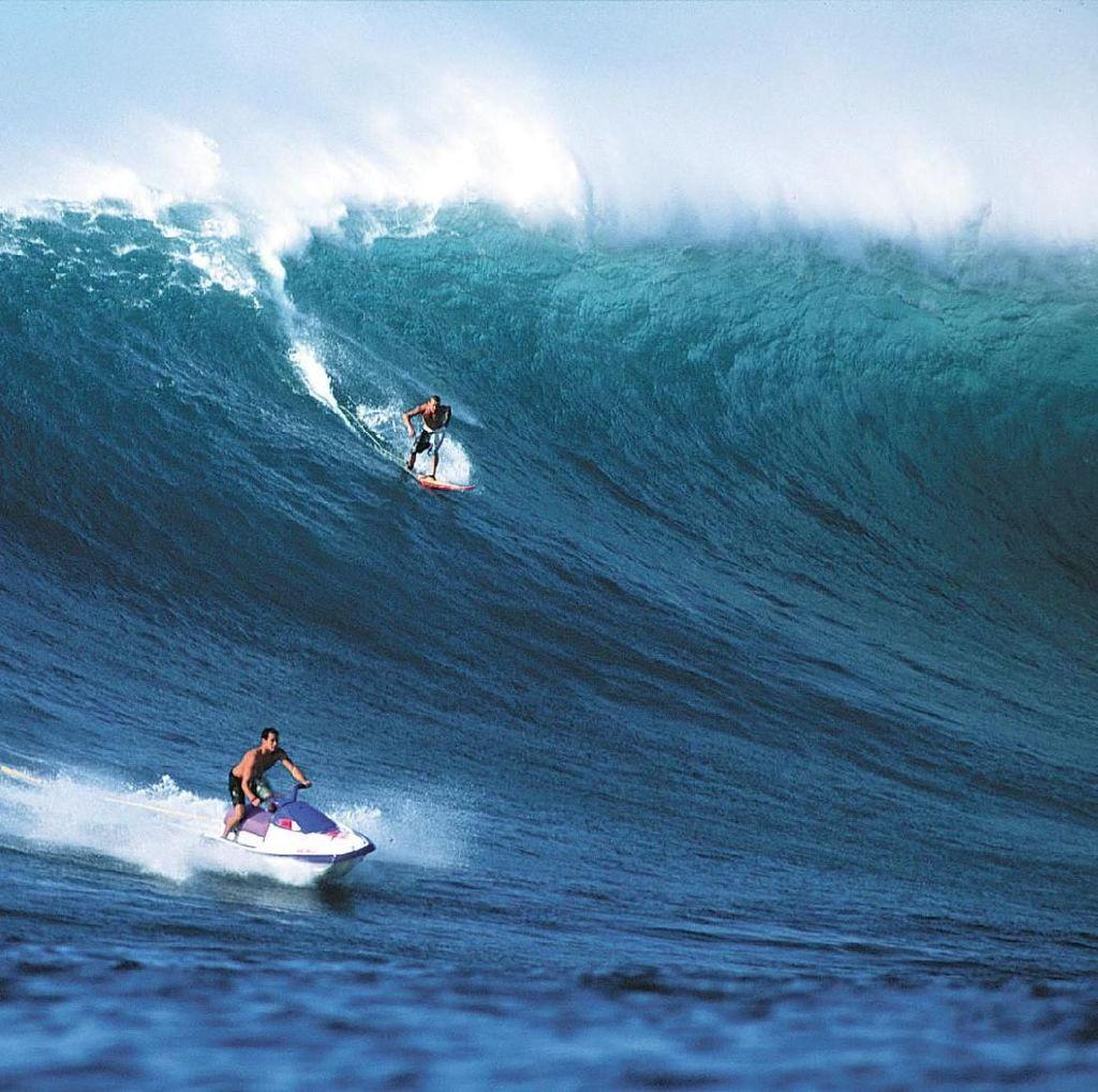 Detik-detik Surfer Aussie Tewas Dihantam Ombak Saat Surfing
