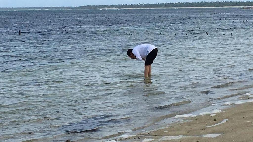Foto: Jokowi dan Pantai Cantik di Ujung Selatan Indonesia