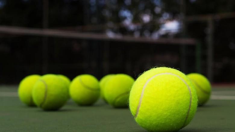 Warna Bola Tenis Hijau atau Kuning?