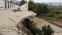 Belum Sebulan Diresmikan, Jembatan Sunut di Semarang Longsor