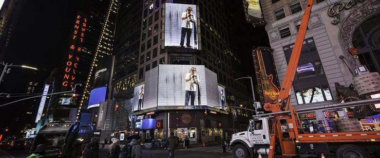 Writing in the Rain FX Harsono Hadir di Times Square New York