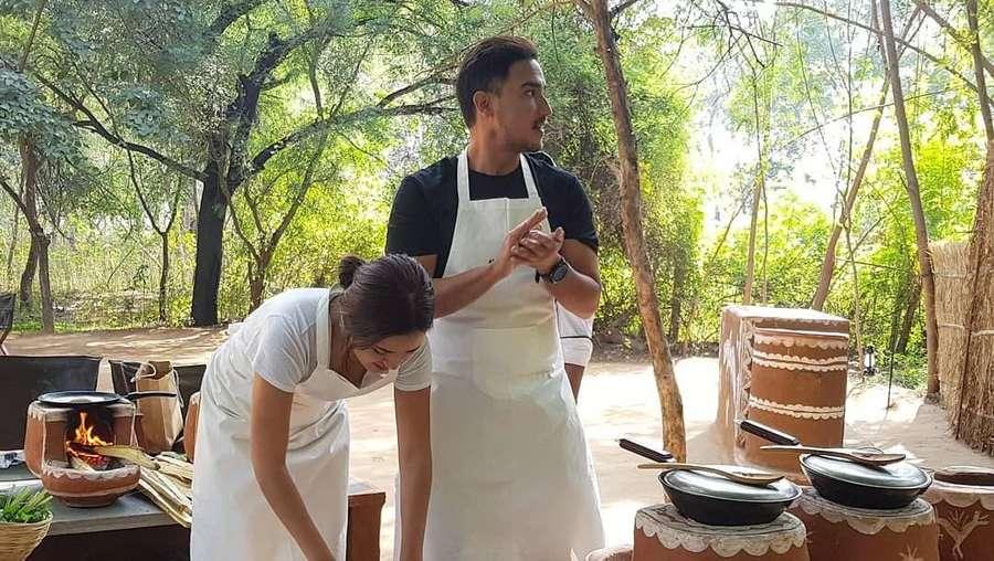 Seru! Raisa dan Hamish Daud Belajar Masak di India