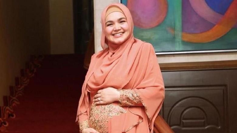 Kaki Siti Nurhaliza Bengkak Saat Hamil, Bunda Juga Mengalami?/ Foto: Instagram
