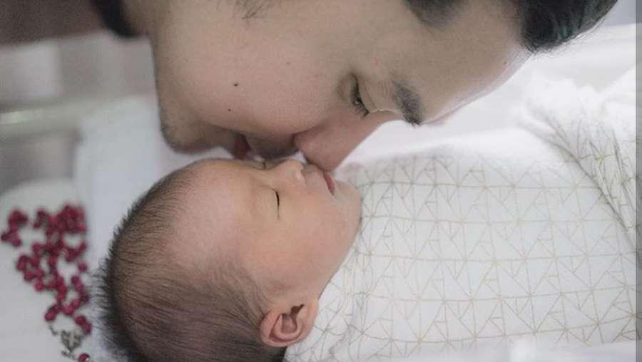 Dear Roro dan Alona, Bayi Sandra Dewi Sudah Punya Jam Miliaran Lho