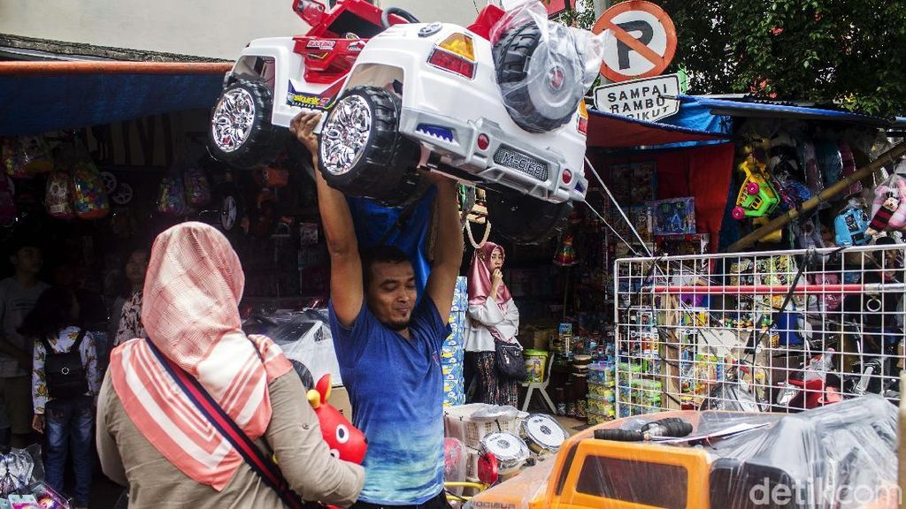 Akan Digusur, Pasar Gembrong Masih Ramai