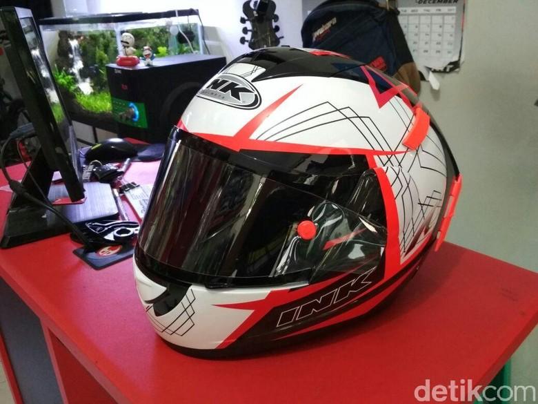 Bikin Helm Lebih Keren dengan Water Decal, Bisa Juga Kok