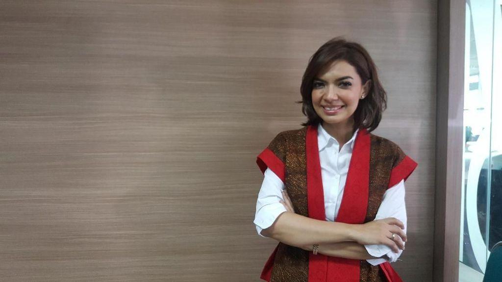 Cara Najwa Shihab Wariskan Hobi Baca ke Anak-anaknya