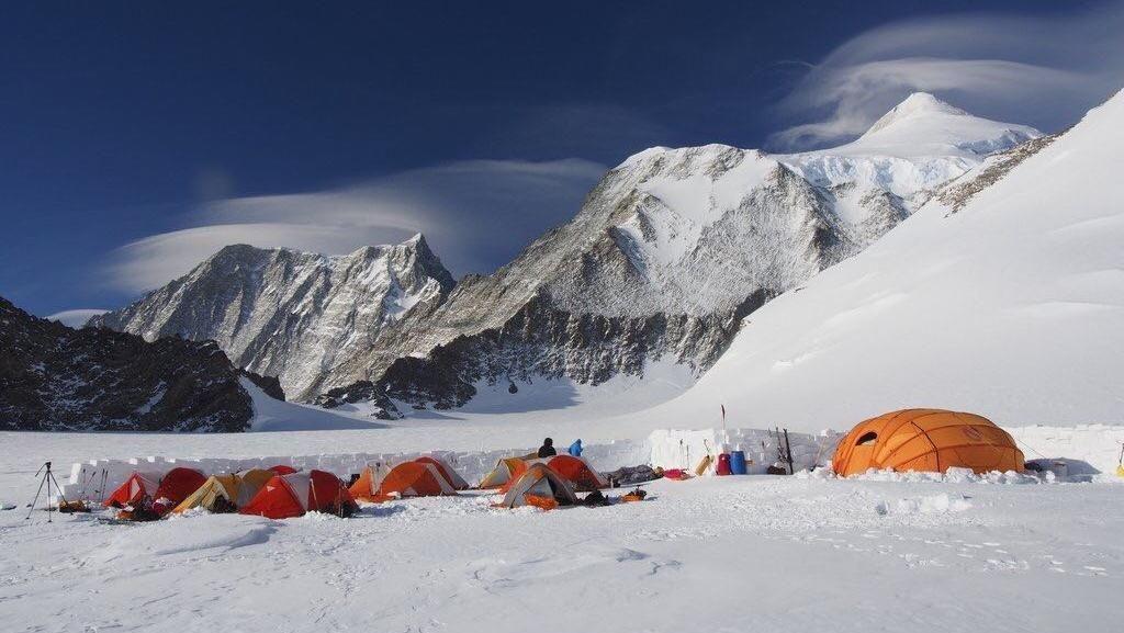 Bangga! Mahasiswa UI Capai Puncak Tertinggi di Kutub Selatan