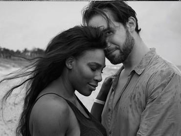 Melihat foto ini nyata banget ada cinta yang begitu besar di antara mereka ya, Bun. Aih, jadi ingat masa-masa awal pernikahan dulu, dunia serasa milik berdua, hi-hi-hi. (Foto: Instagram @serenawilliams)