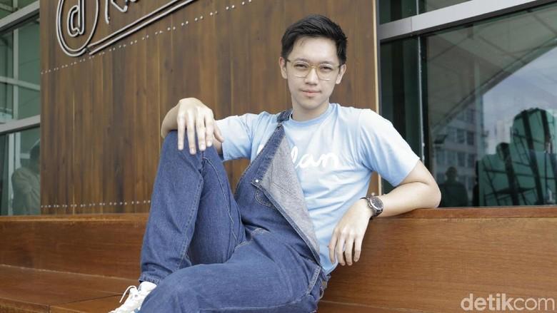Brandon Salim Tak Kesulitan Perankan Cowok Posesif di Dilan 1990
