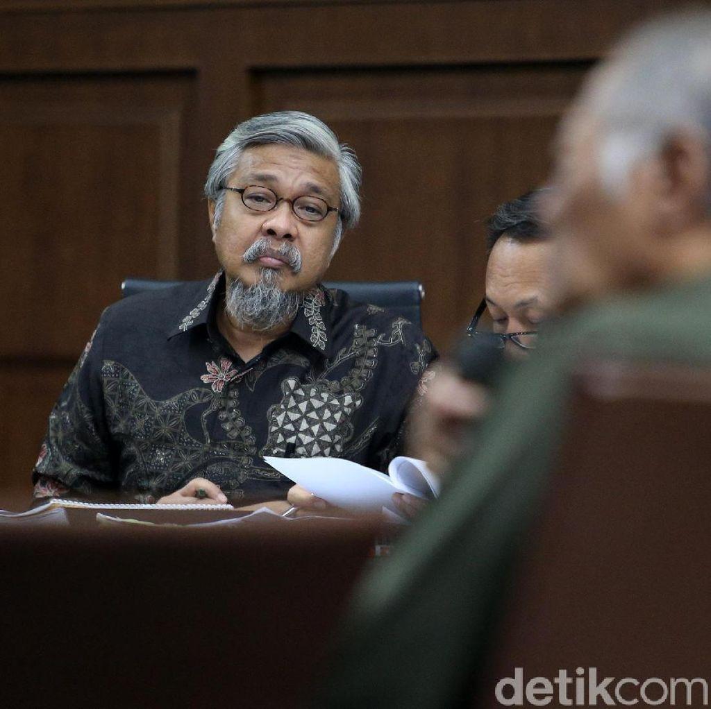 Hakim Heran PNS Sultra Punya BMW Z4, Dititipkan di Rumah Nur Alam