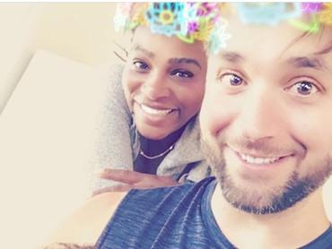 Ini adalah foto saat Serena Williams dan Alexis Ohanian Sr. sedang honeymoon. Kata Alexis, dua perempuan dalam foto ini adalah segala-galanya buatnya. Baginya, tugas menjadi suami dan ayah adalah tanggung jawab terhebat dalam hidupnya. Dan aku tahu, aku akan selalu menemukan cara baru untuk tetap membuatmu tertawa @serenawilliams, tulis Alexis. Ya ampun, so sweet abis. Yang baca caption-nya ikut berdebar-debar nih. (Foto: Instagram @alexisohanian)