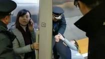 Wanita China Ini Halangi Keberangkatan Kereta Cepat Demi Suami
