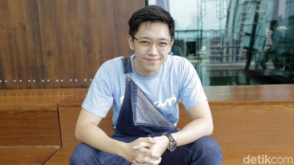 Tak Kaget Ada Gempa, Brandon Salim Malah Asyik Cek Media Sosial