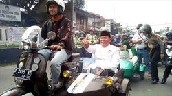 Naik Vespa Pasangan Mulyono-Ima Daftar ke KPU Kota Sukabumi