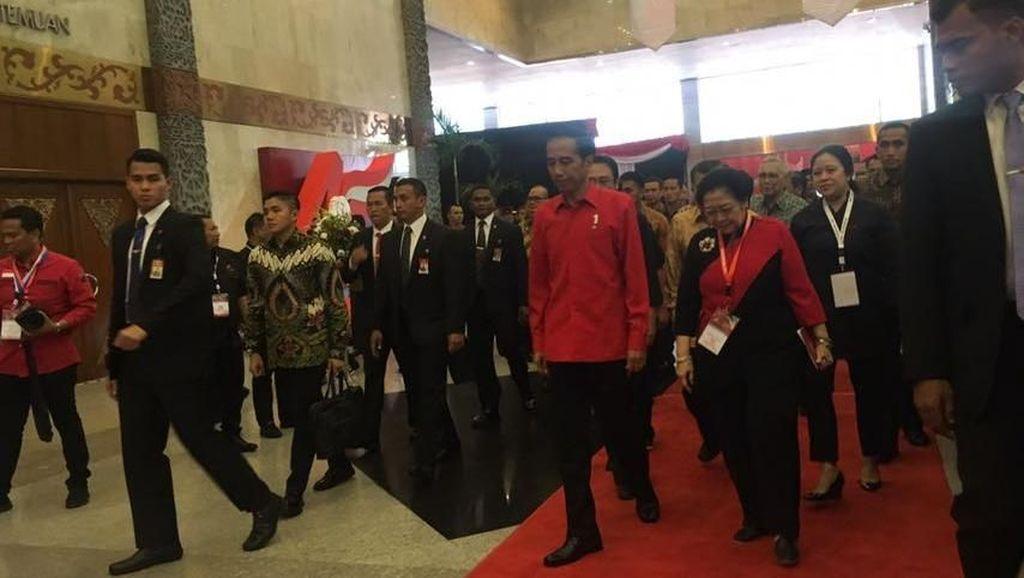 Saat Jokowi Nyanyikan Lagu Mars dan Himne PDIP