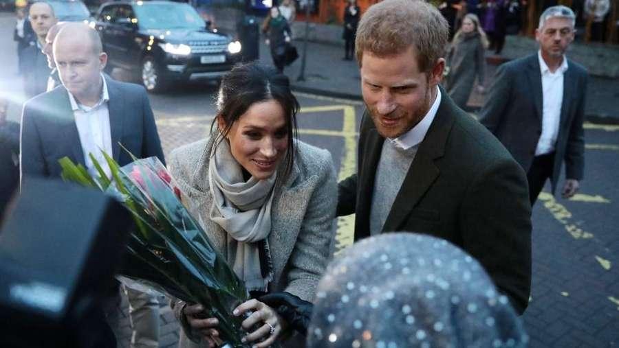 Senyum Meghan Markle saat Gandeng Pangeran Harry