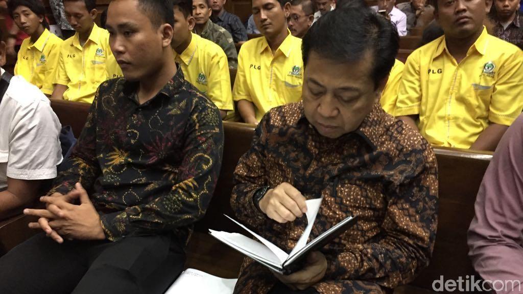 Hakim Minta Setya Novanto Buka Catatan Buku Hitamnya