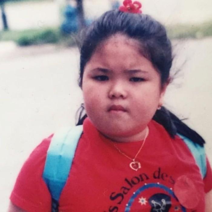 Dara kelahiran 20 Agustus 1993 ini mengalami transformasi tubuh. Saat menjadi penyanyi cilik dahulu, Tina dikenal sebagai artis yang bertubuh gemuk. (Foto: Instagram/tinatoon101)