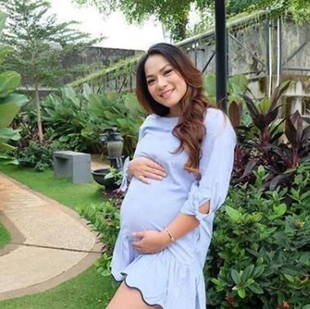 Jenny Cortez Lahirkan Bayi Perempuan dengan Proses Caesar