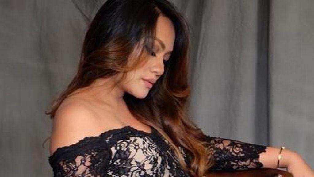 Penampilan  Si Seksi Jenny Cortez Jelang Lahiran