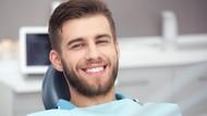 Niat Punya Gigi Rapi dengan Veneer Instan, Pria Ini Malah Terlihat Konyol