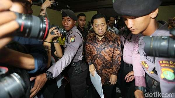 Usai Sidang, Novanto Dikawal Masuk ke Mobil Tahanan
