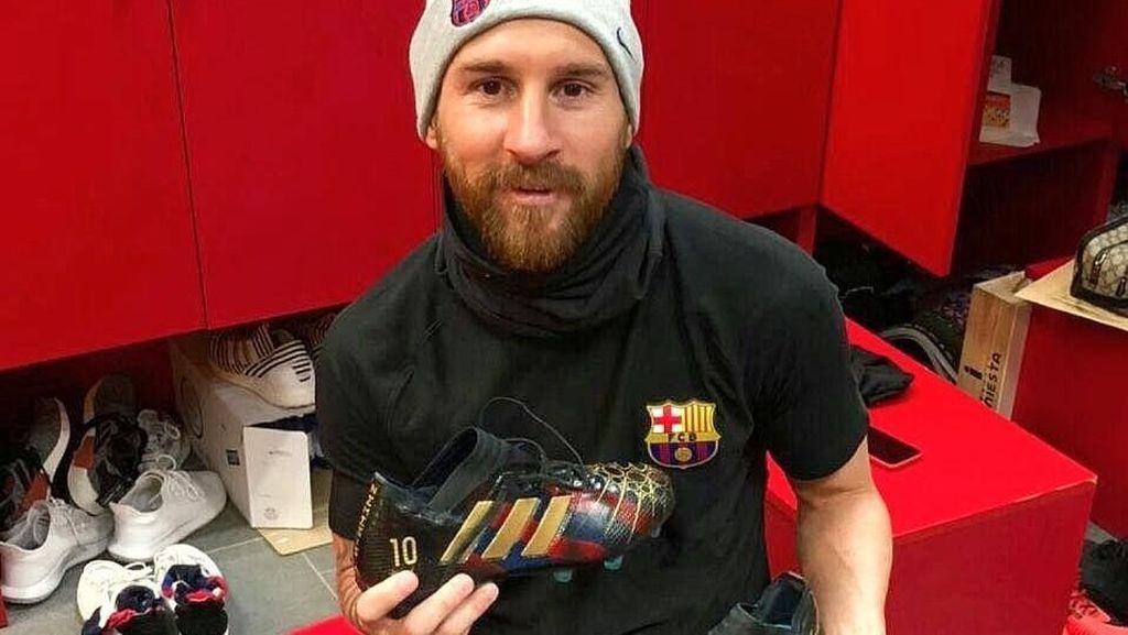 Kisah Hidup Messi Dalam Sepasang Sepatu Bola