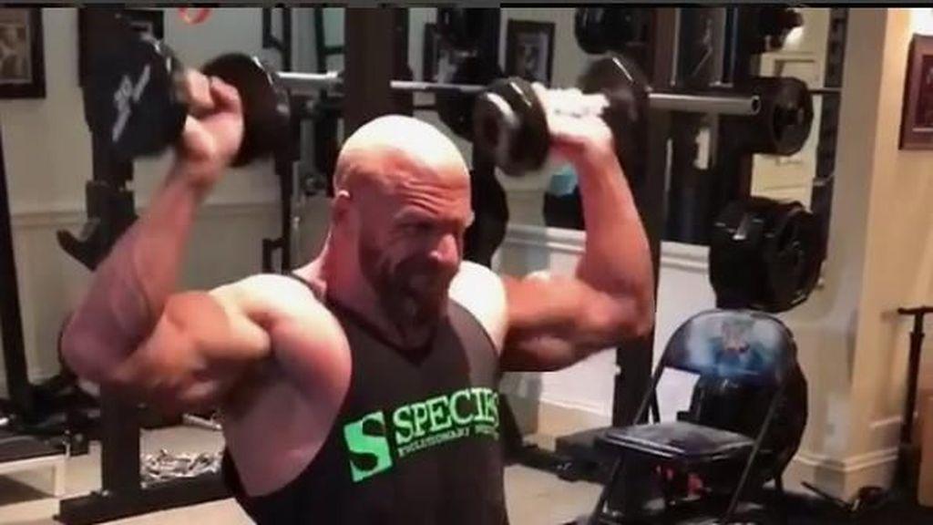 Foto: Rahasia Tubuh Kekar Triple H WWE di Usia 48 Tahun