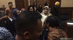 Ny Deisti Cium Pipi Novanto Setelah Sidang e-KTP