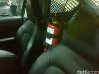 Alat pemadam api di dalam mobil