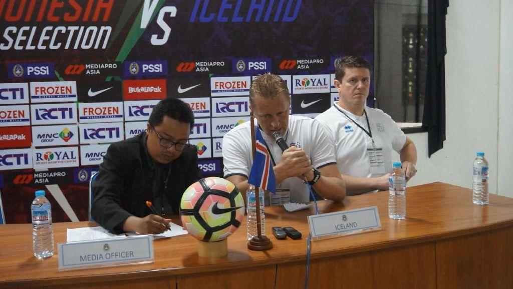 Hallgrimsson Sesalkan Kondisi Lapangan, tapi Senang dengan Hasil Islandia