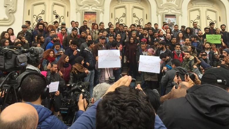 Kaum Muda Tunisia Membara