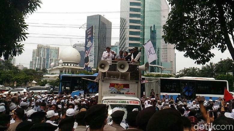 FPI Protes Facebook soal Blokir Akun Habib Rizieq sampai Khaththath